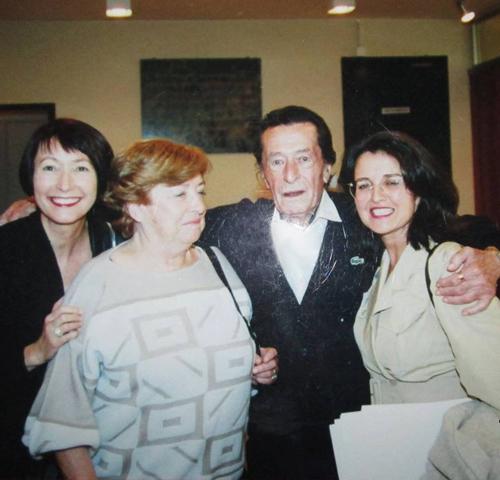 Photo prise lors d'un hommage rendu à Laborit à Paris en octobre 1994 suite à la parution de La légende des comportements. De gauche à droite : Jeannine Cordon, Geneviève Laborit, Henri Laborit, Michèle Duzert